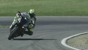 Valentino Rossi sfida il pilota robot