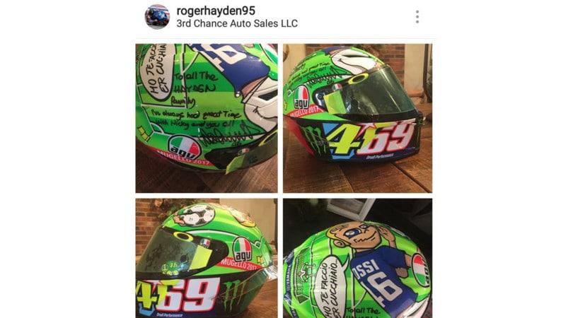 Valentino Rossi dona alla famiglia Hayden il casco del Mugello