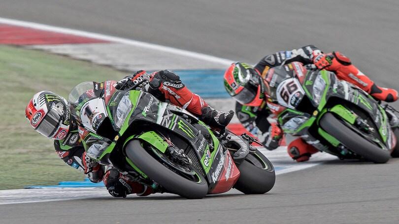 SBK: paura per Sykes, cade e la Kawasaki va in fiamme