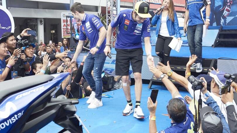 MotoGP: bagno di folla per Rossi e Viñales nelle Filippine