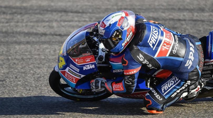 Moto3 - Bezzecchi in pole in Thailandia: disastro Martin, Bastianini via in barella