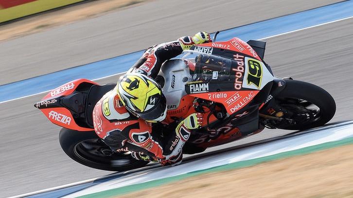 SBK, tagliati 250 giri al motore della Ducati Panigale V4 R