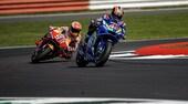 MotoGP Silverstone, gara: Rins beffa Marquez, Dovi ko