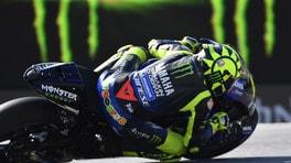 """Rossi su Lorenzo: """"Ha una Honda ufficiale, riuscirà a guidarla"""""""