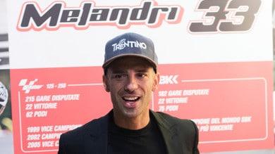 Marco Melandri dona un casco ad #AccendiUnRicordo