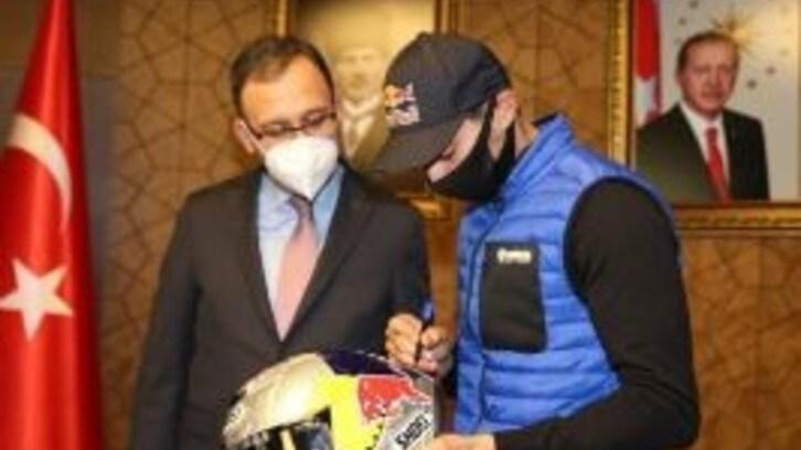 SBK, Razgatlioglu dedica un autografo al Governo Turco