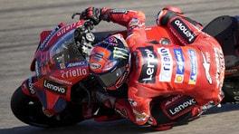 MotoGP Aragon, Bagnaia vince dopo un duello di fuoco con Marc Marquez