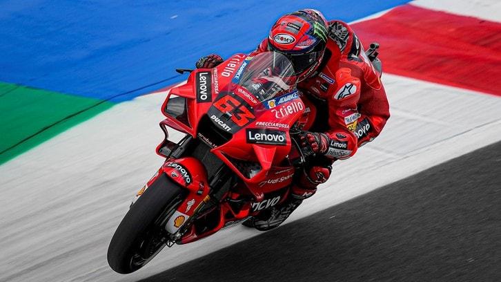 GP Misano, FP3: Ducati vince il primo set, Bagnaia comanda su Quartararo